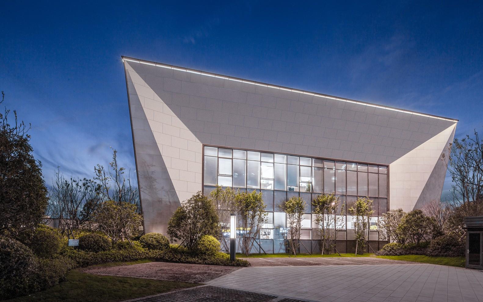 武汉朗廷元著生活方式体验馆建筑设计 成执建筑字体的企业设计图片