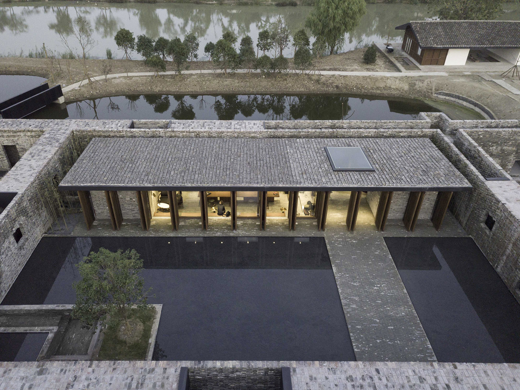 005-The-Walled-Tsingpu-Yangzhou-Retreat-by-NeriHu.jpg