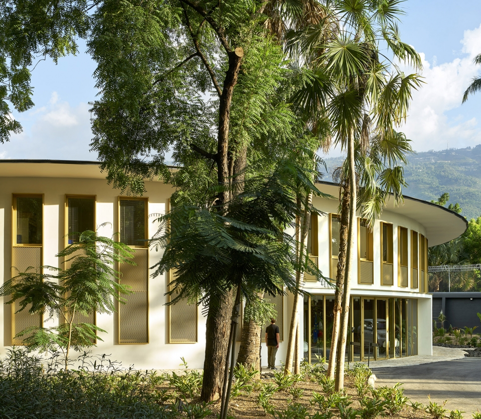 011-french-embassy-in-haiti-by-explorations-architecture-960x838.jpg